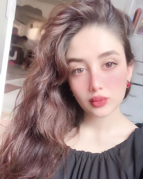 Mina Heydari 5 1 - بیوگرافی مینا حیدری مدل و شاخ اینستاگرام به همراه عکس
